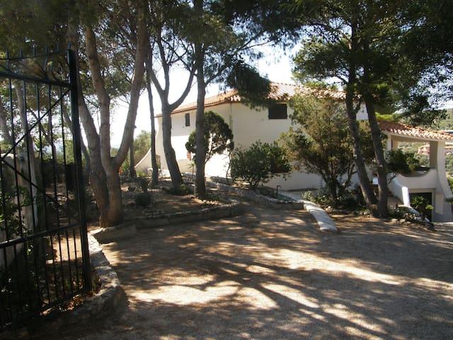 Villa in collina a 200 m dal mare - Maladroxia, Sant'antioco  - Apartamento
