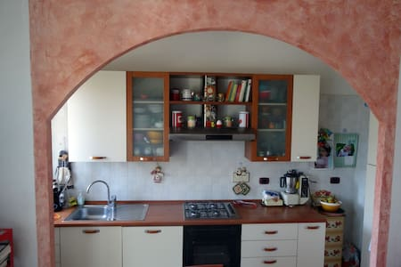 Bright apartment 5min walk from Fair and Old Town - Bologna - Wohnung