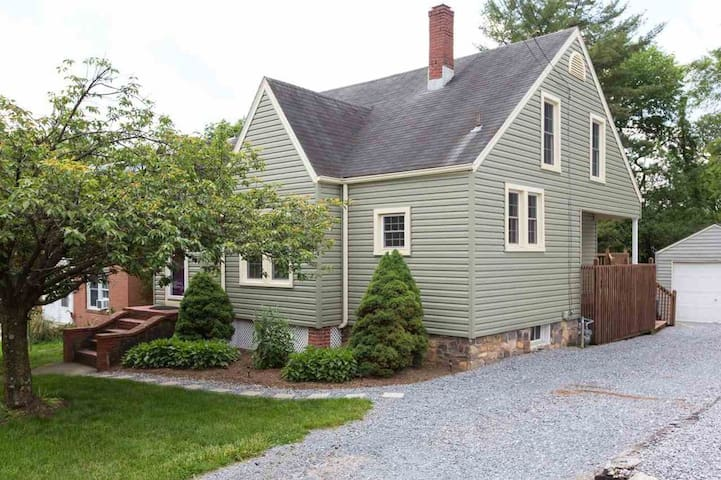 Cottage style home within walking distance to JMU
