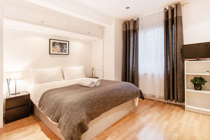 Lovely Studio Suite in South Ken