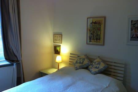 Calm & private room. Close Btn Stn.