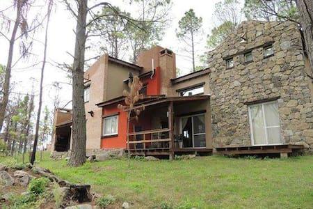 Casa en medio de sierras - Villa Yacanto - Hus