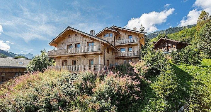 COSY SPACIOUS CHALET MERIBEL 12 P.