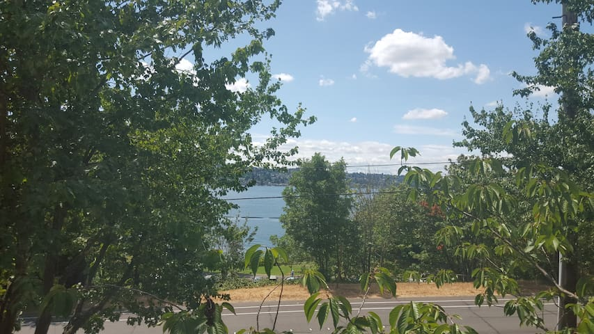 Top floor condo with a lake view - Renton - Wohnung