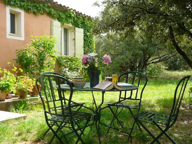 Gîte au pied du Luberon - Bonnieux - House