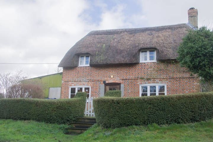 Country Cottage in Pewsey Vale - Sharcott - Hus