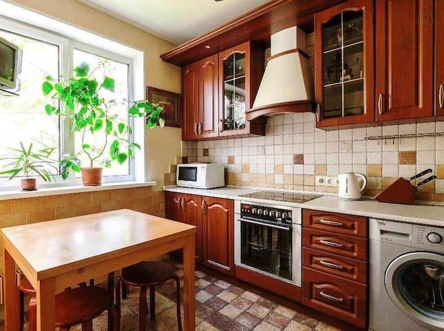 Уютная 2-к квартира рядом с метро - Moskva - Apartment