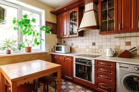Уютная 2-к квартира рядом с метро - Moskva - Huoneisto