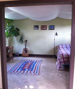 Private Sunny Studio - Peterborough - House