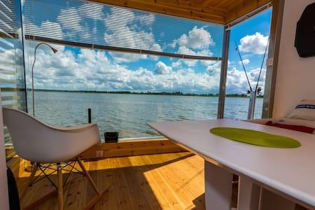 HT1 całoroczny apartament na wodzie - Mielno