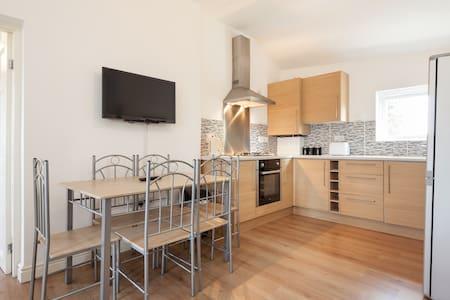 Double bedroom apartment available - Huoneisto