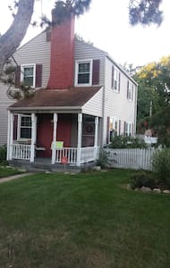Charming 2 story home, WALK to ND! - South Bend