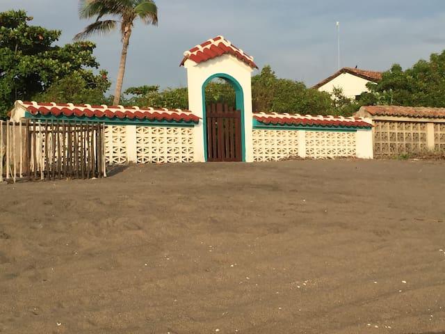 Cozy Front Beach House - Las Peñitas - Huis