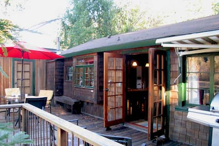 CABERNET COTTAGE Riverfront|Hot Tub|Dock & Boats* - Guerneville - Maison