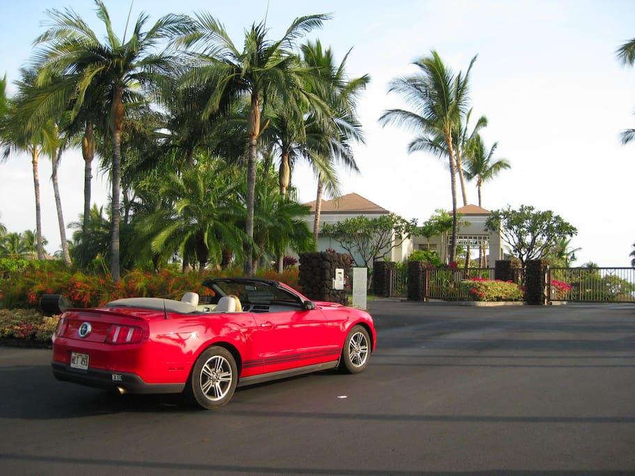 Driving into the Waikoloa Beach Resort
