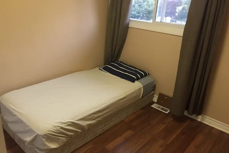 Cozy Room Option Near DT n UWO