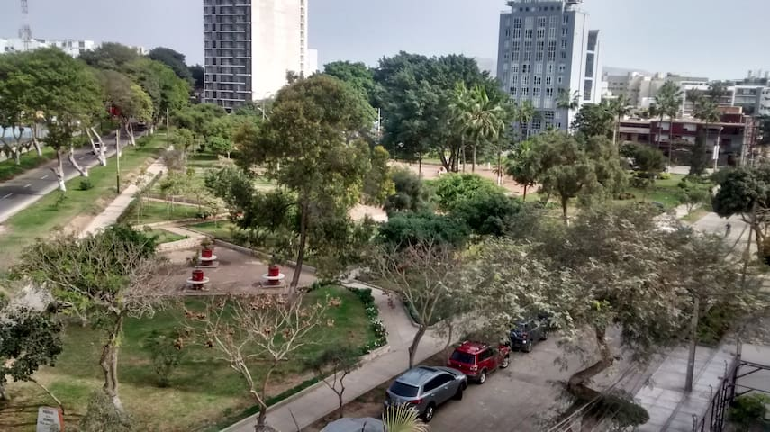 Park view 5 blocks from Larco Mar - Barranco District - Flat