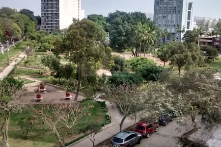 Park view 5 blocks from Larco Mar - Barranco District - Lejlighed