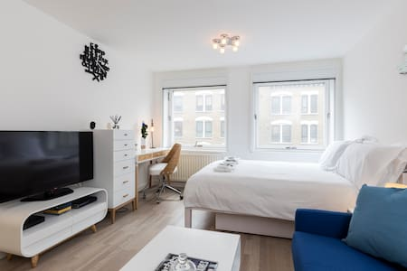Private Suite in Central Soho Luxury Flat - Лондон