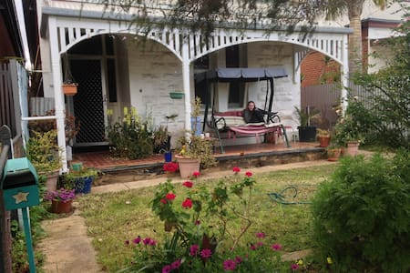 2 Rooms for 2 close to city! - Mile End - Bed & Breakfast