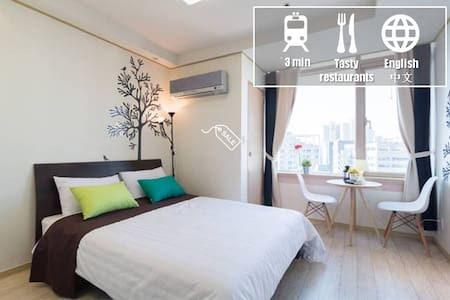 This apartment is a modern style apartment with splendid night view outside.  Located 5 minutes walk from airport limousine bus stop and 2 minutes walk from subway station line 1 and 2~You can enjoy Cheonggye river and Dongdaemun market night view.
