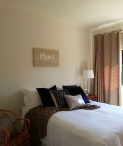 Clean, Modern decor & friendly host - Dianella - Villa