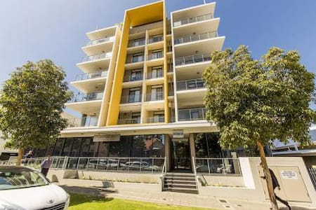Luxurious 2 bed 2 bath with Carpark - West Perth