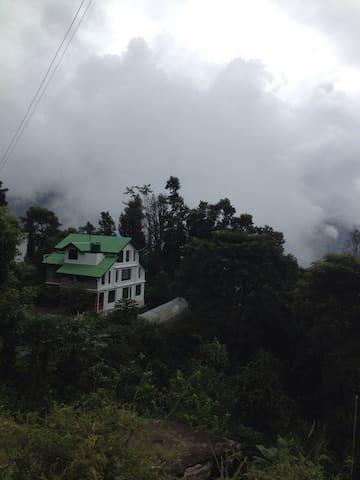 Indrakeel Stays - Ranipool - House