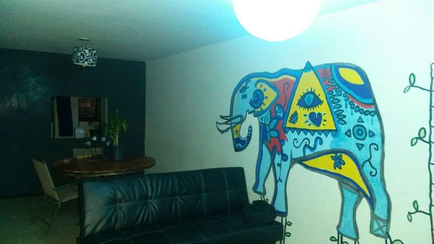 Depa moderno artistico - Puebla - Apartment