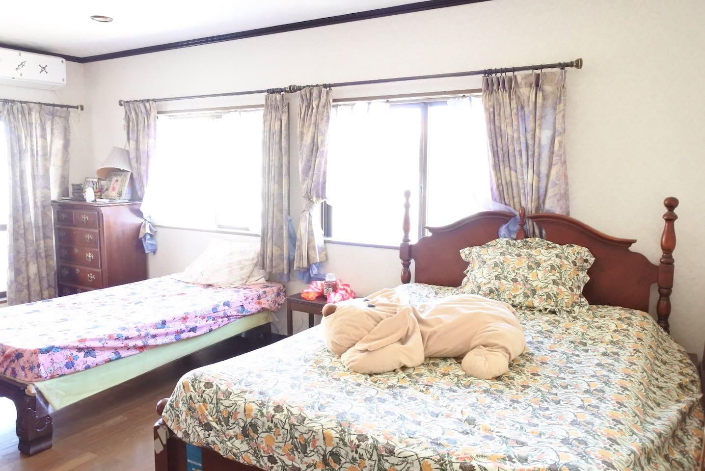 2階にある大きい部屋(6人)