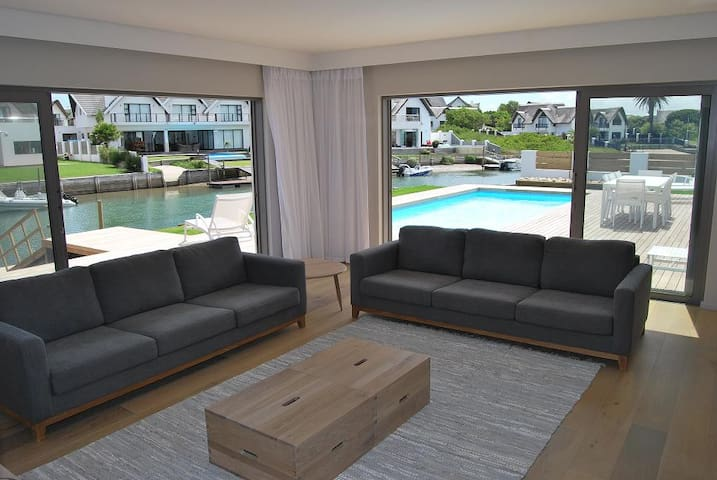 TV room onto pool & canal