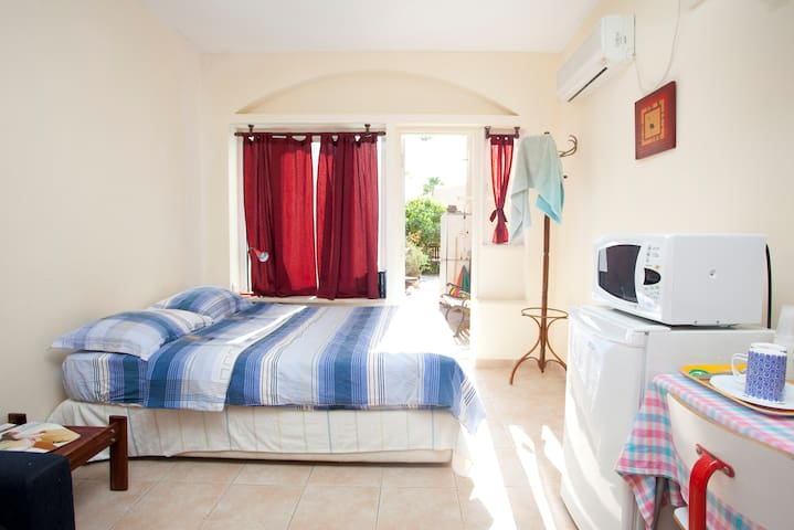 BEST LOCATION EILAT, Quiet Holiday Studio - ไอลัต - บ้าน