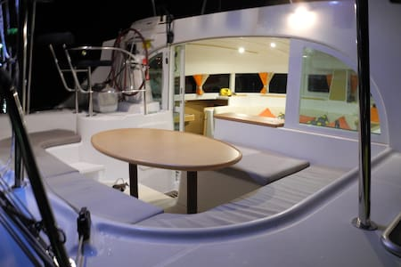 Luxury 12m Catamaran - Cosmos Bed 3