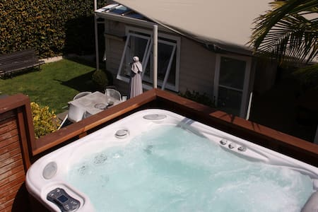 Central Ponsonby Villa with Spa - Ponsonby  - Villa