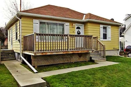 Charming Bungalow with 2+2 Bedrooms!