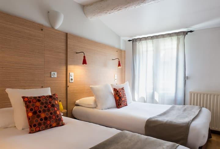 Chambre Climatisée Triple 2 lits , pour 3 personnes maxi