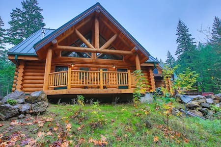 King Bed - Riverside Log Cabin Unit - White Salmon