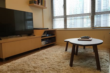 FOMO?  This unique apartment is within arms reach to almost everything Hong Kong has to offer!  5-10 minutes to... Sheungwan MTR Station LKF Nightlife  Central SOHO HK/Macau Ferry  Trendy Shops Cats Antique Street