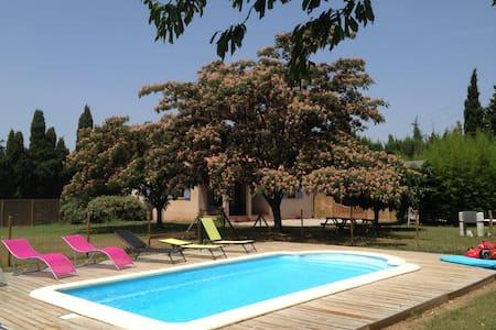 villa a la campagne jardin piscine - Camélas