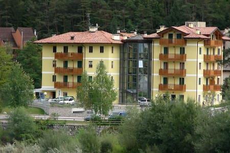 Raffinato Appartamento Ponte Arche - Ponte Arche - Apartemen