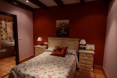 """""""Camelia"""" en Casa Rural Antolina - San Martín de Trevejo"""