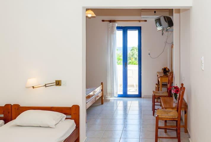 Beach & Mountain, Room w/ a view-2 to 4 PER - Frangokastello - Lainnya