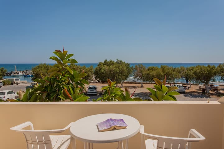 Beach & Mountain, Room w/ a view-2 to 4 PER