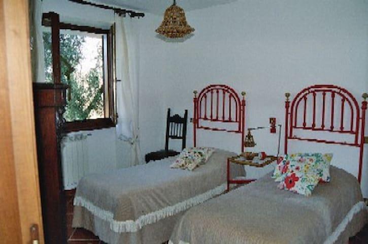 Graziose camere in villa con parco - Morlupo - B&B