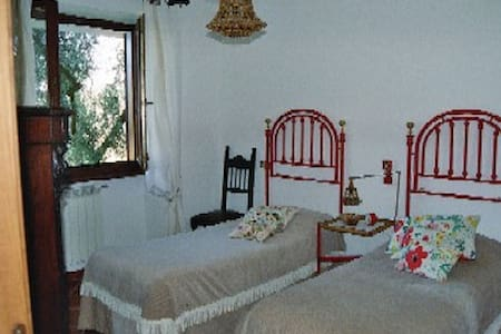 Graziose camere in villa con parco - Morlupo - ที่พักพร้อมอาหารเช้า