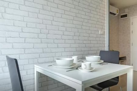 Cheap new cozy condo near sky train - Bangkok - Apartment