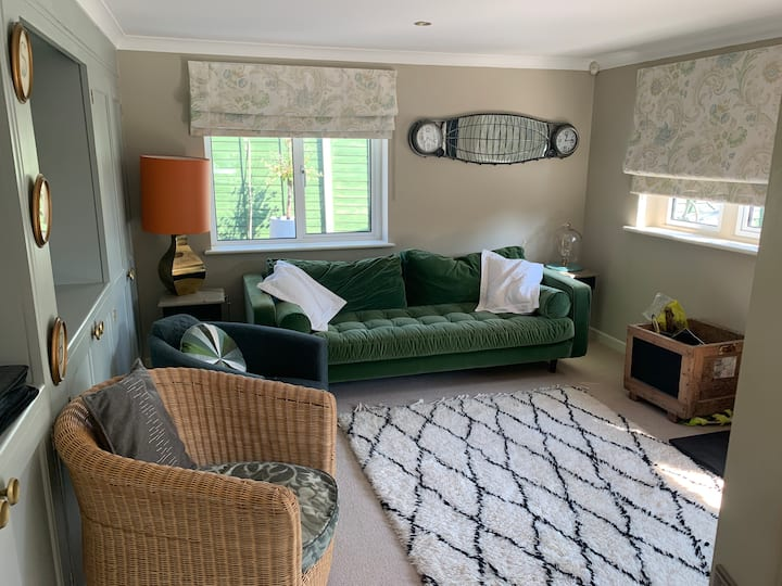 1 bed private and quiet Annex (sleeps up to 4)