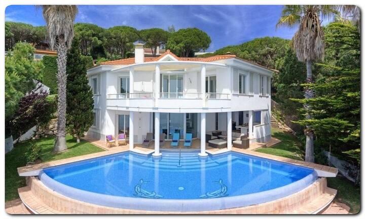 Excelente villa frente del mar