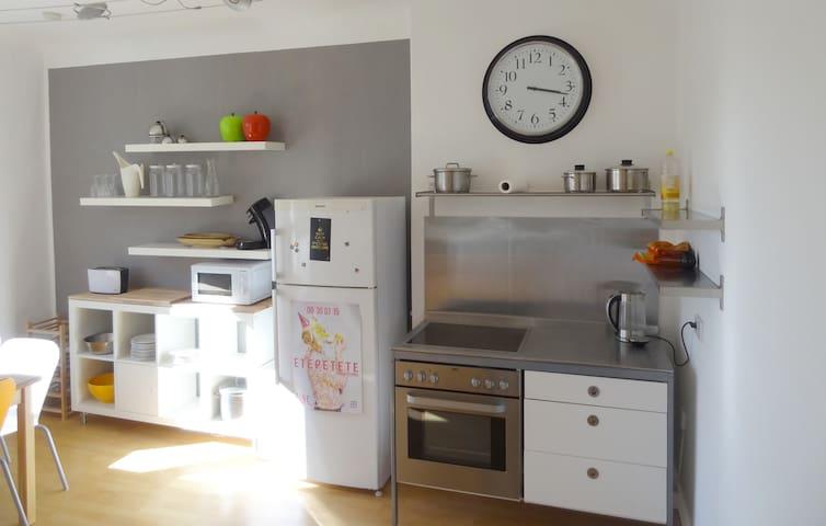 Nice 60sqm flat in Duesseldorf - Düsseldorf - Leilighet