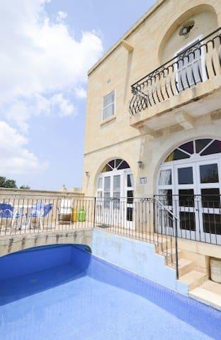 Summerfield - 3 Bedroom Farmhouse - Ix-Xagħra - Casa